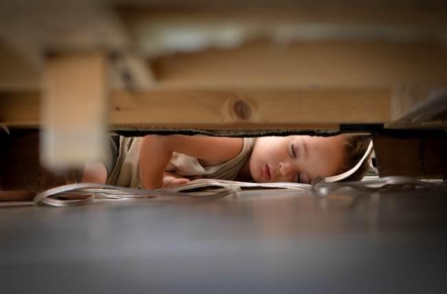 وقتی کودکان در جاهای غیرمعمول خوابشان می برد