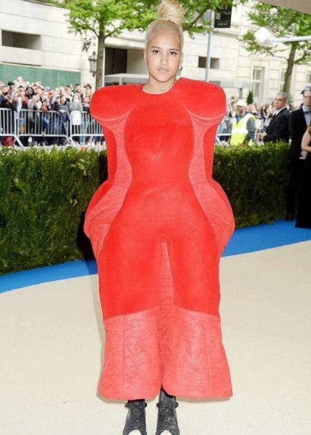 لباس های عجیب بازیگران هالیوودی,لباس های عجیب ستارگان روی فرش قرمز