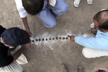 بازی محلی,بازی محلی سُوآر سُوار قروتی
