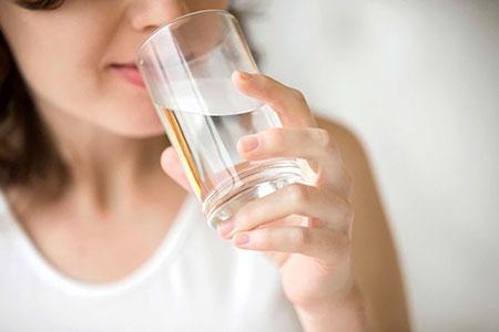 آب قلیایی,مزایای نوشیدن آب قلیایی, فواید نوشیدن آب قلیایی