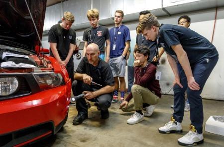 مهندسی خودرو,مواد درسی رشته مکانیک خودرو,معرفی رشته ی مهندسی مکانیک خودرو