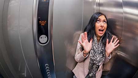 گیر افتادن در آسانسور ,علل گیر کردن آسانسور