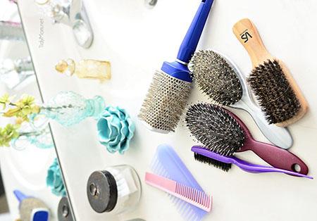 روش تمیز کردن انواع برس مو ,نظافت برس مو , چگونه برس فلزی را تمیز کنیم