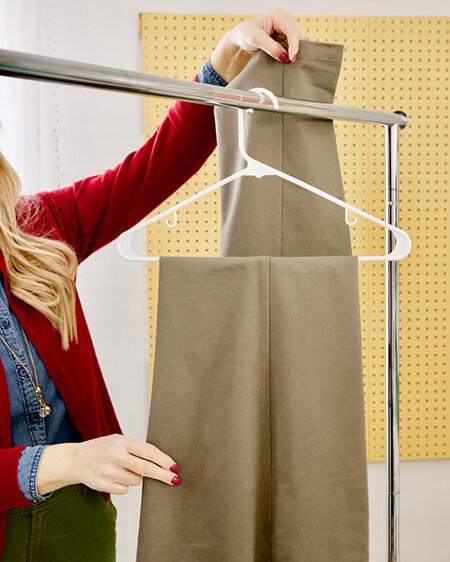 راههای آویزان کردن شلوار به چوب لباسی, تکنیک های آویزان کردن شلوار به چوب لباسی, طرز آویزان کردن شلوار به چوب لباسی