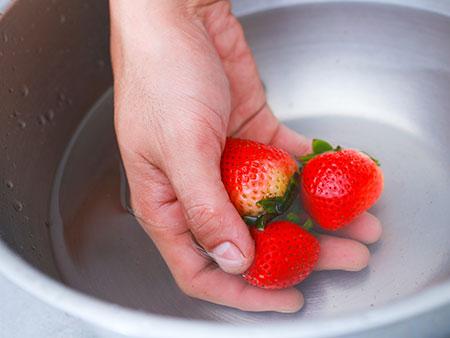 راه و روش ضدعفونی کردن توت فرنگی,مهارت های شستن توت فرنگی