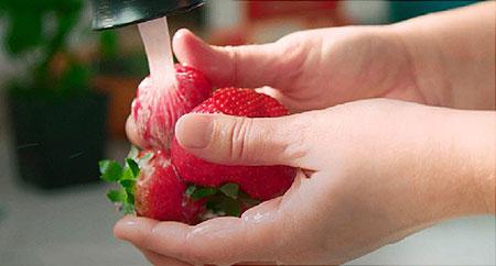 نکاتی برای شستن توت فرنگی, روش شستن توت فرنگی