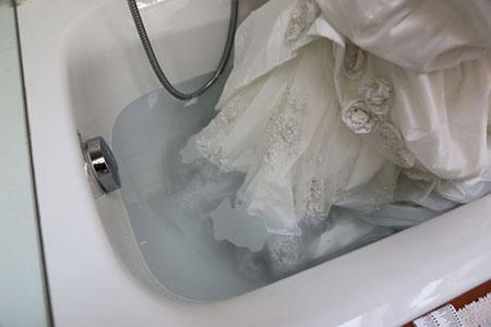 شستن لباس عروس,نحوه ی شستن لباس عروس