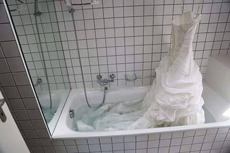 شستن لباس عروس در خانه,روش شستن لباس عروس