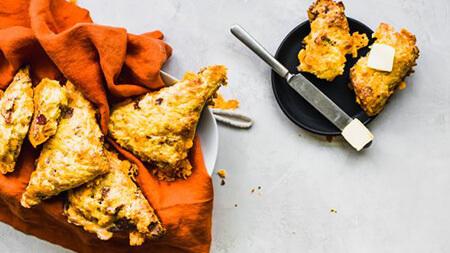 نحوه ی پخت اسکون تخم مرغ و بیکن و پنیر چدار, روش های پخت اسکون تخم مرغ و بیکن و پنیر چدار, طرز تهیه اسکون تخم مرغ و بیکن و پنیر چدار