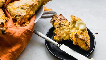 طرز تهیه اسکون تخم مرغ و بیکن و پنیر چدار, نحوه ی پخت اسکون تخم مرغ و بیکن و پنیر چدار, روش های پخت اسکون تخم مرغ و بیکن و پنیر چدار