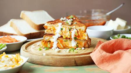 درست کردن ساندویچ پنیر و مرغ بوفالو, نحوه ی درست کردن ساندویچ پنیر و مرغ بوفالو