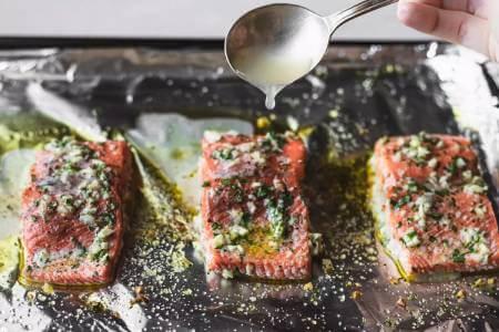 پخت ماهی سالمون در فر, طرز تهیه ماهی سالمون, پخت فیله ی ماهی با سیر