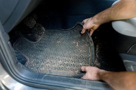مراحل تمیز کردن داخل ماشین, تمیز کردن فضای داخلی خودرو, نحوه ی تمیز کردن فضای داخلی ماشین