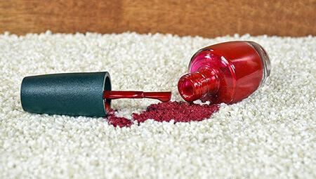 تمیز کردن لاک از روی سطوح مختلف, تمیز کردن لاک از روی فرش, نحوه ی تمیز کردن لاک از روی فرش