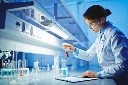 applied chemistry 7 آشنایی با رشته شیمی کاربردی + بازار کار و درآمد