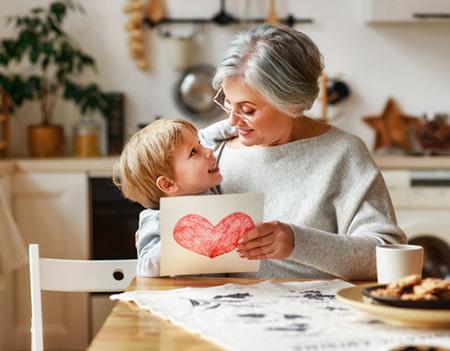 تبریک نوه دار شدن به مادربزرگ, متن تبریک برای مادربزرگ شدن, تبریک مادربزرگ شدن