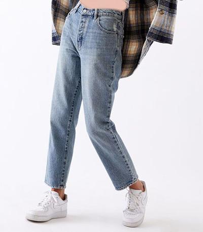 mom3 style pants1 شلوار مام استایل چیست؟ + مدل های شلوار مام استایل