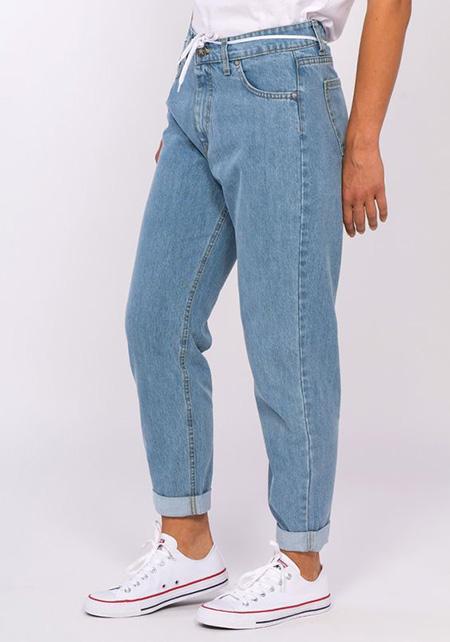 mom3 style pants11 شلوار مام استایل چیست؟ + مدل های شلوار مام استایل