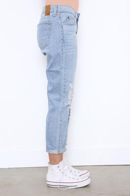 mom3 style pants2 شلوار مام استایل چیست؟ + مدل های شلوار مام استایل