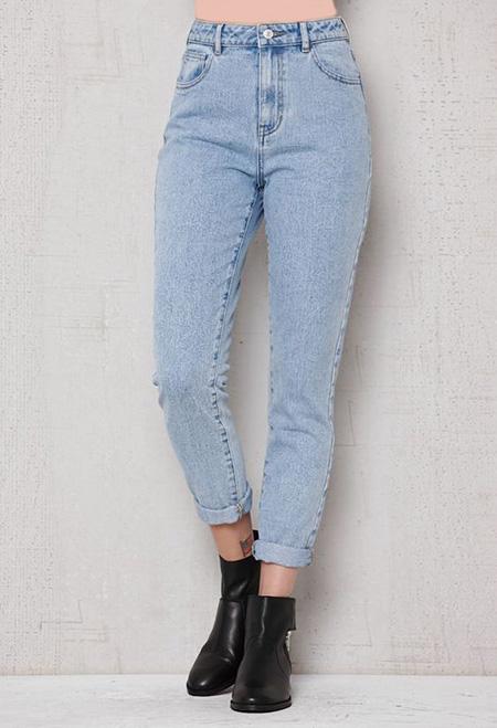mom3 style pants5 شلوار مام استایل چیست؟ + مدل های شلوار مام استایل