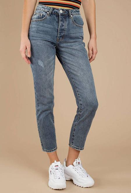 mom3 style pants7 شلوار مام استایل چیست؟ + مدل های شلوار مام استایل
