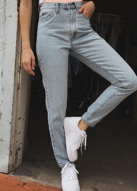 mom3 style pants9 شلوار مام استایل چیست؟ + مدل های شلوار مام استایل