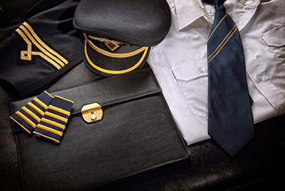passenger3 pilot uniform1 ویژگی های لباس فرم خلبانی مسافربری + عکس
