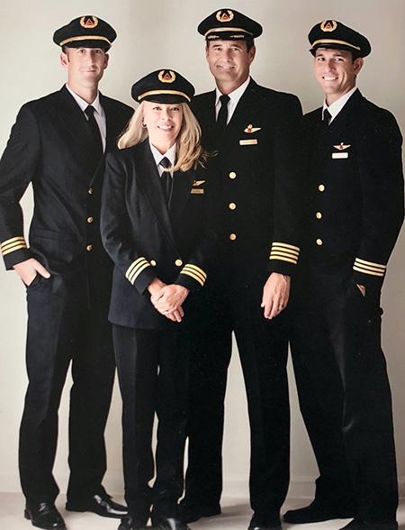 passenger3 pilot uniform2 ویژگی های لباس فرم خلبانی مسافربری + عکس