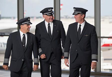 passenger3 pilot uniform4 ویژگی های لباس فرم خلبانی مسافربری + عکس