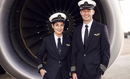 passenger3 pilot uniform8 ویژگی های لباس فرم خلبانی مسافربری + عکس