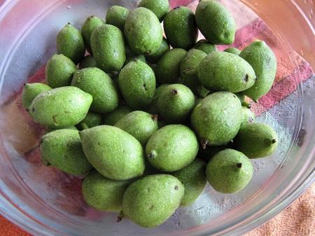 pickled walnut 02 روشهای مختلف تهیه ترشی گردو عالی