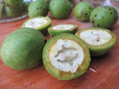 pickled walnut 03 روشهای مختلف تهیه ترشی گردو عالی