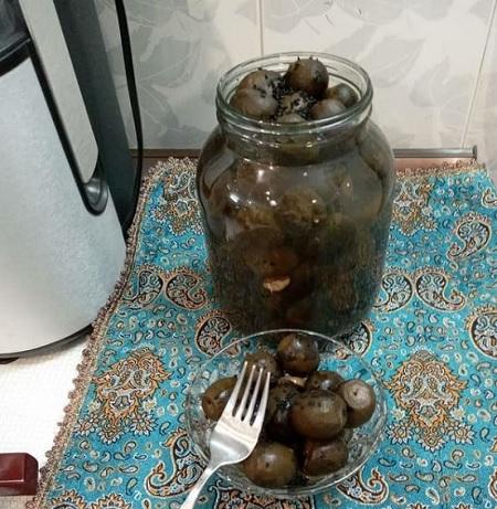 pickled walnut 04 روشهای مختلف تهیه ترشی گردو عالی
