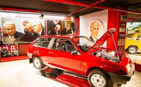 موزه ماشین های کلاسیک, موزه رترو در وارنا, موزه رترو کجاست