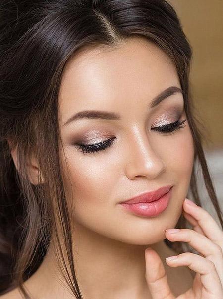 آرایش لایت صورت,آرایش لایت صورت برای تابستان,آرایش لایت یا آرایش اروپایی