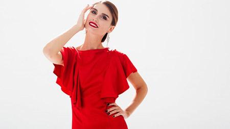 آرایش با لباس قرمز ,آرایش پوست صورت با لباس قرمز,آرایش چشم با لباس قرمز
